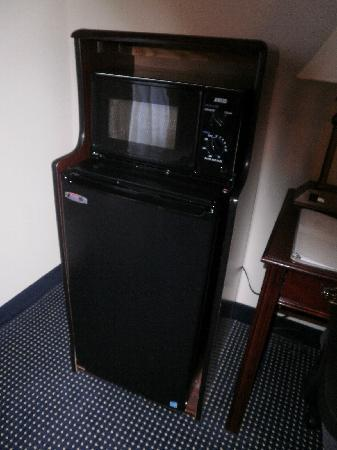 Hampton Inn and Suites Raleigh/Cary-I-40 (PNC Arena): mini fridge and microwave