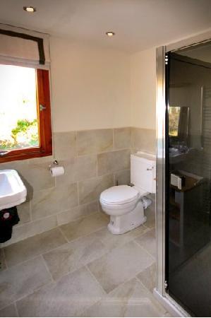 Spey Lodge: Shower Room