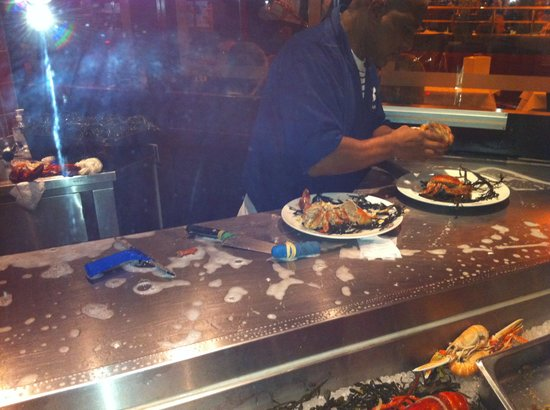 Brasserie FLO Amsterdam: Preparing a dish on a soapy table