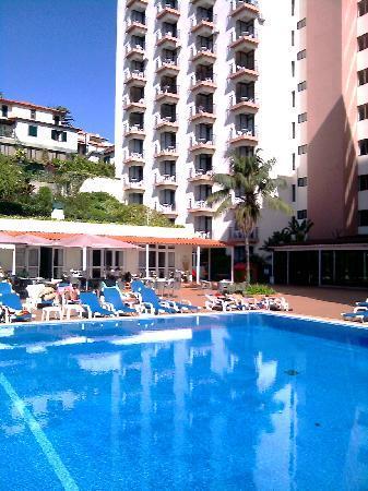Dorisol Estrelicia: piscine,arriére hotel mimosa
