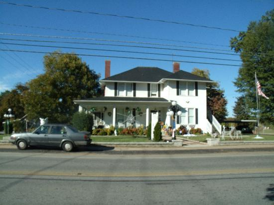The Inn of the Patriots B & B: front of the inn
