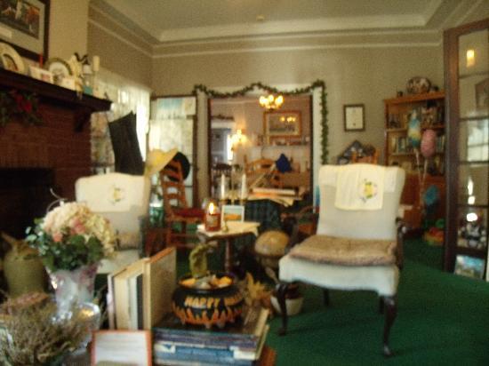 The Inn of the Patriots B & B: living room