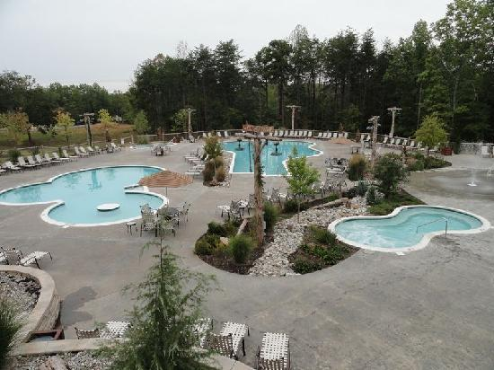Gordonsville, VA: Too cold to swim, but awesome pool area!
