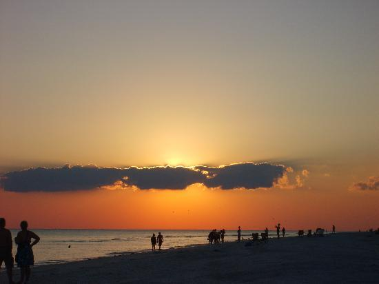 Tarpon Beach Condos: Postcard Sunsets