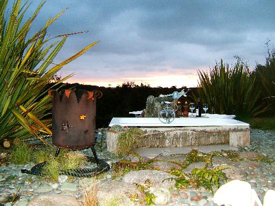 Birds Ferry Lodge: brazier by garden bath under the stars