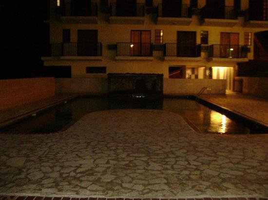 Hidden Village Hotel: piscina para los grandes