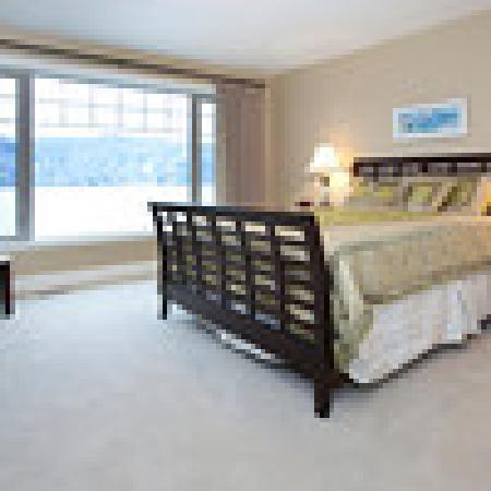 OKeefe's Landing B&B: Jade Bay Room with a wonderful lake view