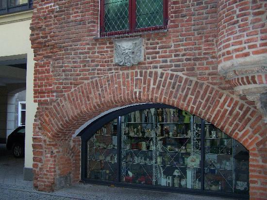 Radisson Blu Hotel Gdansk: Nice flower shop directly outside Foyer (may come in useful)