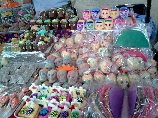 Mexique : Día de Muertos en México. Calaveritas de azucar, chocolate, amaranto, tamarindo y gomita