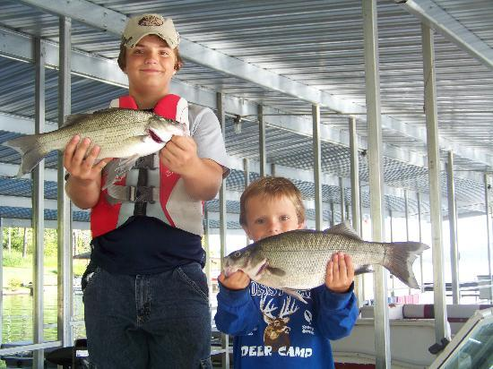 Lakeside Resort Restaurant & General Store: Kids with Big Whites