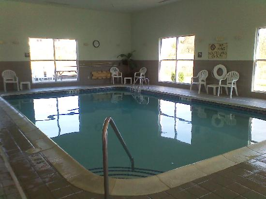Comfort Suites: 24 hr pool