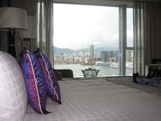 Four Seasons Hotel Hong Kong: Harbour view room