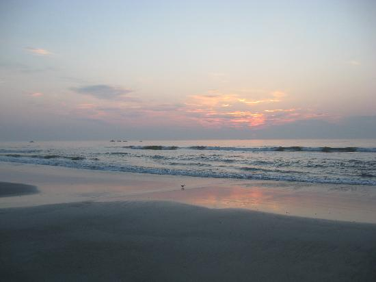 Ocean Landings Resort: sunset on the beach