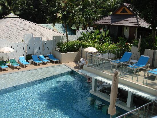 Peach Hill Hotel & Resort : piscine du bas