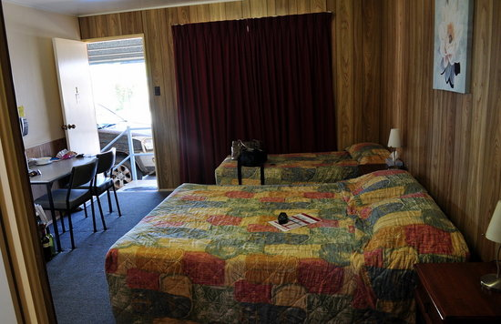 Outback Motel: Our Room