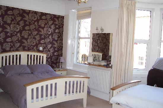 Tate House Bed and Breakfast: Our twin room - spacious dbl & single bed.