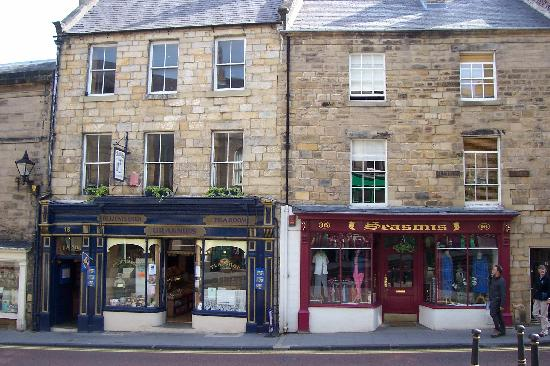 Tate House Bed and Breakfast: Alnwick Village shops - very quaint