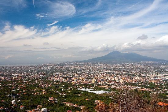 Amalfi Transfer : Mount Vesuvius and the City of Napoli