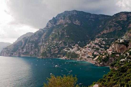 Amalfi Transfer : The village of Positano and the cliffs of the Amalfi Coast
