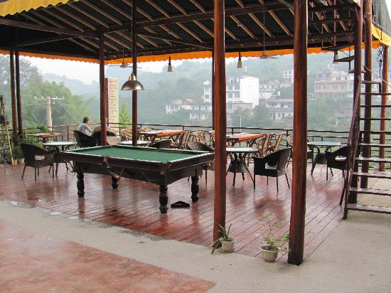 Trippers Carpe Diem Hostel Yangshuo : Deck/lounge area