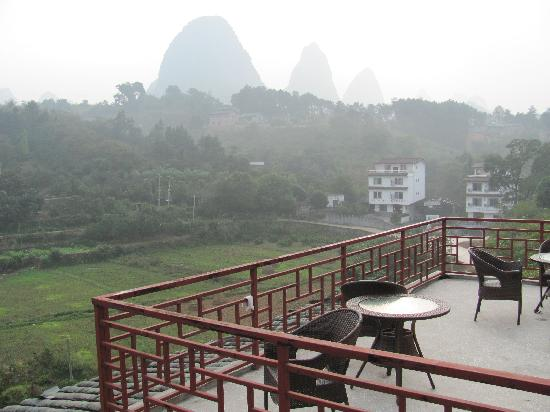 Trippers Carpe Diem Hostel Yangshuo : View from the upper deck