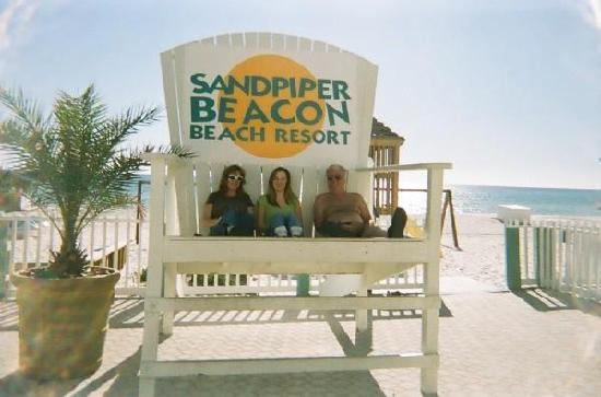 The Sandpiper Beacon Beach Resort: SITTING IN THE BIG CHAIR