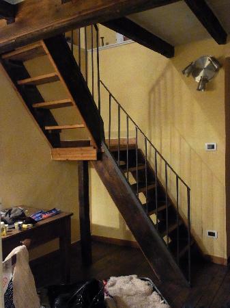 Aprile B&B: 素敵な階段を登ると・・・
