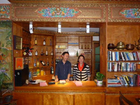 Ji Qu Restaurant : restaurant reception and staff