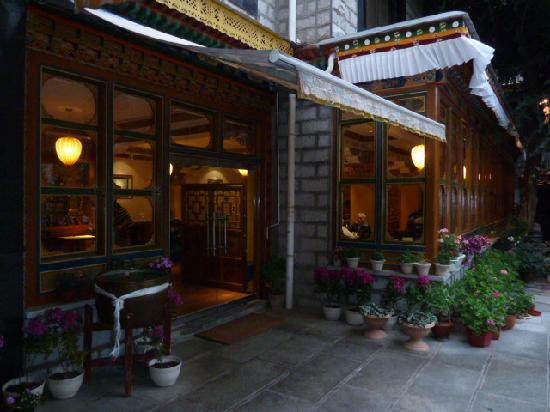 Ji Qu Restaurant: Entrance to the restaurant
