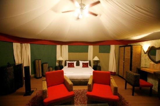 4 ريفرز فلوتينج لودج: The tent with a fish-eye