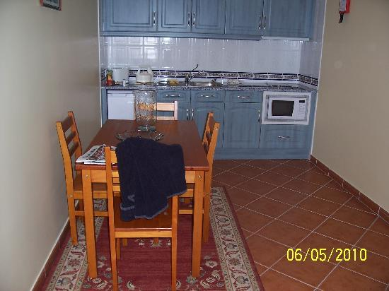 Casa Mitchell Apartments: kitchen & dining area