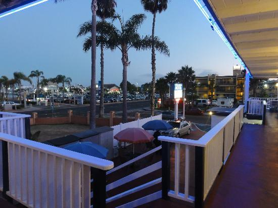 Dolphin Motel: View from our corner room