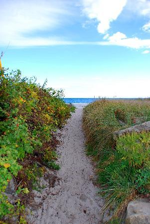 Kennebunkport, ME: Path to the beach
