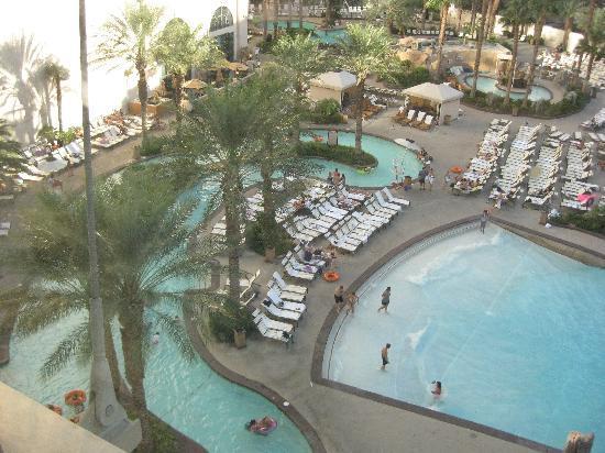 Park MGM Las Vegas: Lazy River & Wave Pool