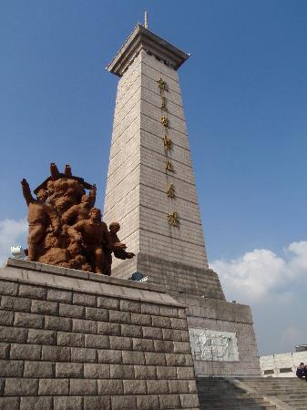 Korean War Memorial : Monument to Russian aviators that fought during the war