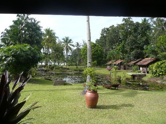 Tanjung Inn: Chalets and villas beside lake