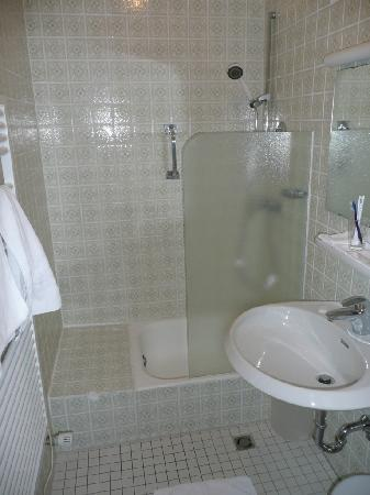 Bamberger Hof Bellevue: Bad, Einzelzimmer A