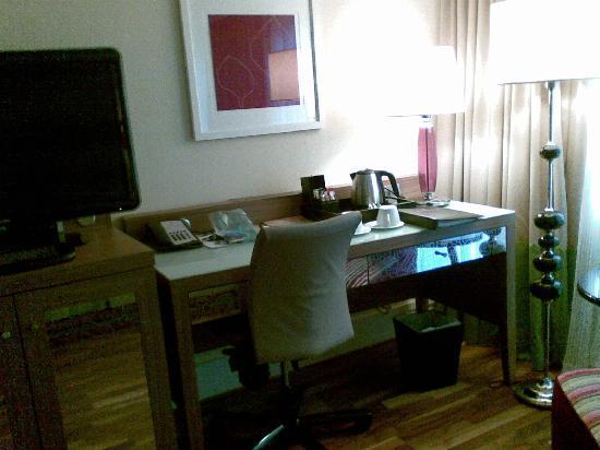 Renaissance Malmo Hotel: desk