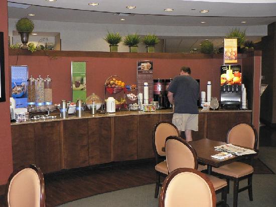 Hampton Inn & Suites Milwaukee Downtown: Breakfast
