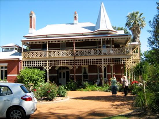 Earlsferry Bed and Breakfast: View from banks of Swan river