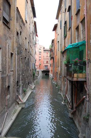La Piccola Venezia : Il canale visto dal davanzale di fronte alla finestrella