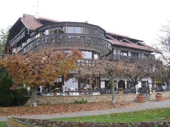 Hotel Heinzler am See: Hotelansicht vom See aus