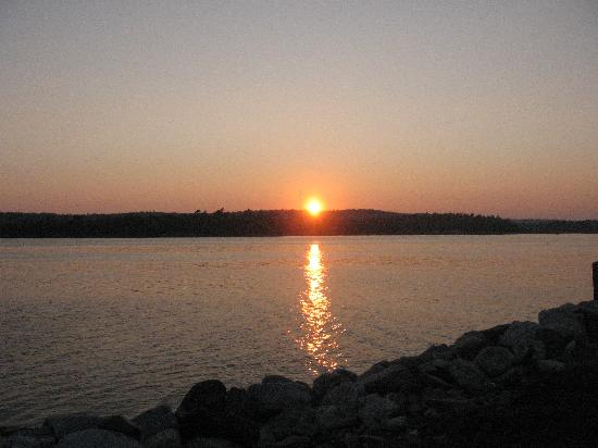 Whispering Waves Cottages: view of the sunset at night