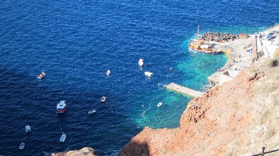 Spitia Houses: amoudi bay below