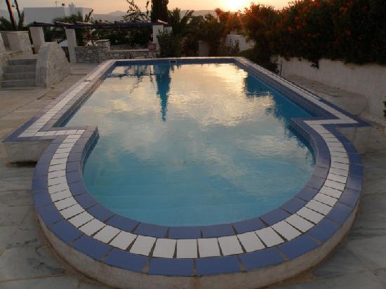 Paros Hospitality Villas: Villa Randiana pool in September