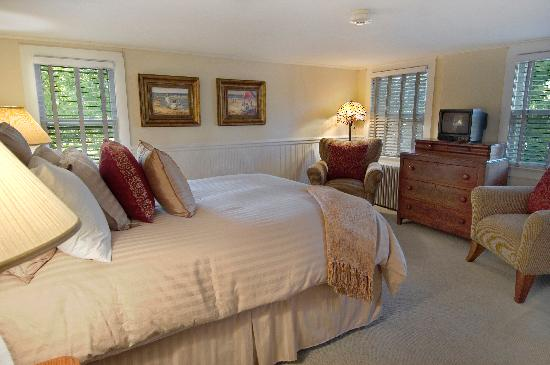 Huntting Inn: Traditional Queen Bedroom