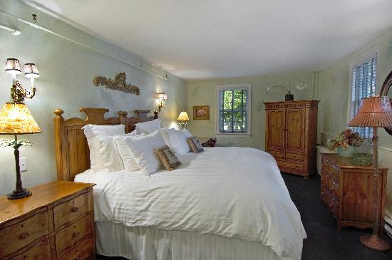 Huntting Inn: King Bedroom