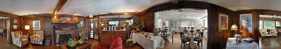 Huntting Inn : Lounge & Fireplace