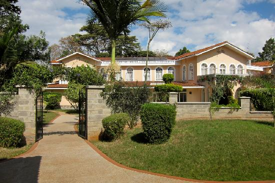 Superior House Of Waine: Outside View From The Pool