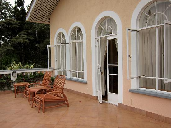 House of Waine: Outdoor Veranda from Malaika Suite